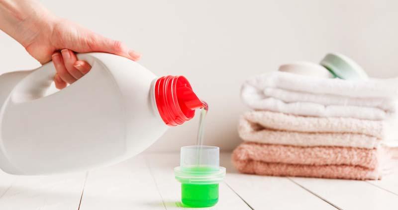 detergentul potrivit pentru hainele bebelusului